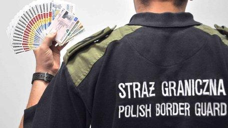 Польські прикордонники затримали українця із 25 фальшивими паспортами