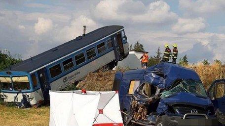 У Чехії автобус із заробітчанами потрапив у ДТП, одна жінка загинула