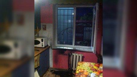 У Самборі завдяки пильності сусідів вдалося врятувати жінку, у квартирі якої виникла пожежа