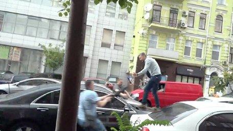 Поліція порушила справу через спробу нападу на Порошенка