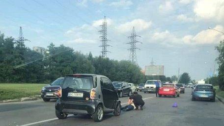 У Львові легковик Smart збив пішохода