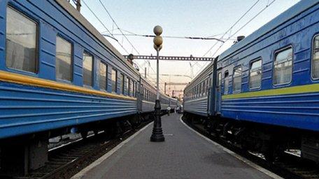 «Укрзалізниця» погрожує зменшити кількість пасажирських перевезень, якщо їй не знизять податки