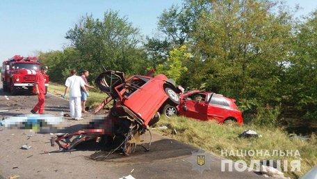 Четверо людей загинули у зіткненні трьох автомобілів на Одещині