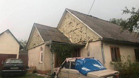 Сильний град залишив без зв'язку та електрики райцентр на Буковині
