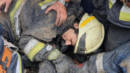 У Дніпрі під час гасіння пожежі на рятувальників упав дах