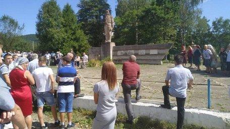 Сільська громада на Косівщині відмовилась зносити пам'ятник радянським солдатам
