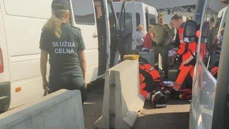 В автомобільній черзі у пункті пропуску «Краківець-Корчова» померла 60-річна жінка