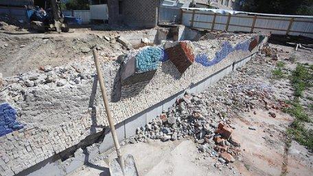 Власник львівського магазину «Океан» пообіцяв відновити зруйновану мозаїку