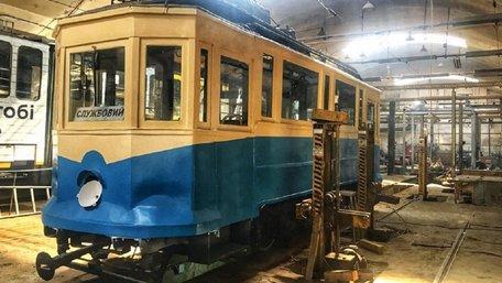 У Львові реставрували унікальний 110-річний трамвай Sanok SW1