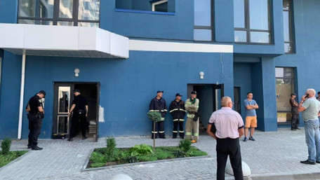 У львівській багатоповерхівці люди просиділи у заблокованому ліфті сім годин