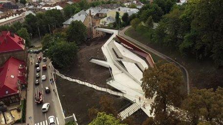 Як виглядає Меморіал пам'яті Героїв Небесної сотні у Львові за день до відкриття. Відео з дрона
