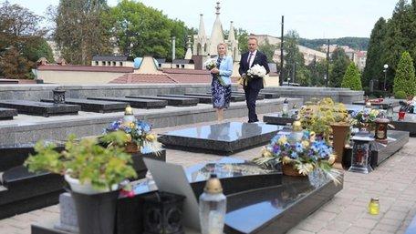 На Личаківському цвинтарі вшанували пам'ять Героїв Небесної Сотні