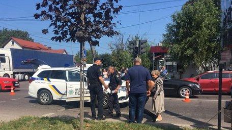 Автомобіль поліції збив двох жінок на пішохідному переході у Львові