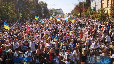 Десятки тисяч людей взяли участь у Марші захисників України в Києві