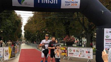 У центрі Львова нагородили переможців міжнародних змагань з триатлону