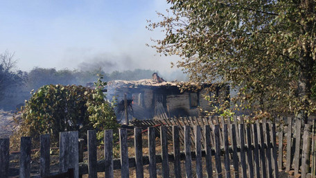 Внаслідок займання сухої трави на Житомирщині згоріло два житлові будинки