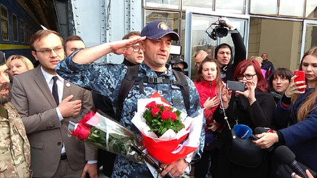 У Львові зустріли звільненого з російського полону моряка Андрія Оприска