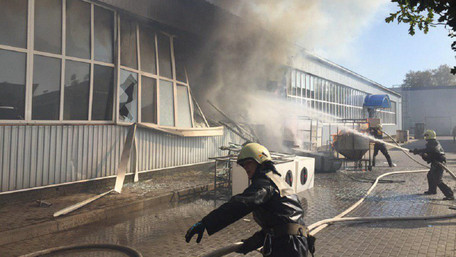 У Сумах на заводі стався вибух, 10 людей постраждали