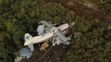 Поліція назвала основні версії падіння літака Ан-12 під Львовом