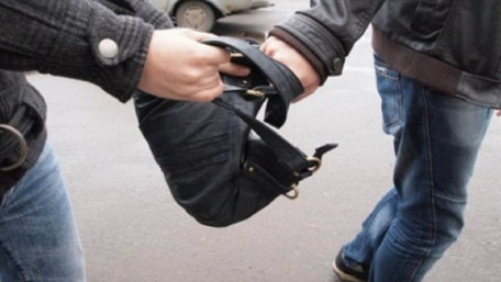 Двоє вуличних грабіжників забрали у 47-річного львів'янина наплічник з мільйоном гривень