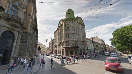 Історичну будівлю «Промінвестбанку» у центрі Львова продали за $5 млн