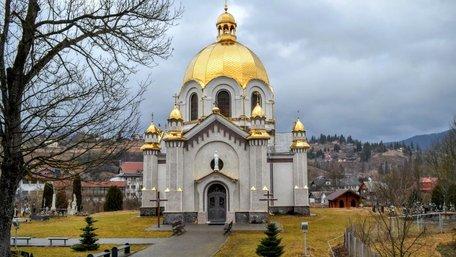 Знищені автентичні розписи церкви у Славському замінили російською плиткою