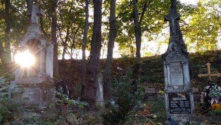 Таємні могили