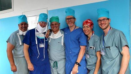 У Львові вперше в Україні хірурги заново сформували обличчя 16-річному юнакові