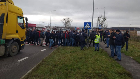 Протестувальники протягом трьох годин блокували трасу Київ-Чоп у двох місцях