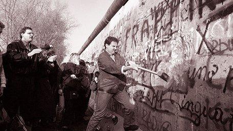 Руйнувати мури