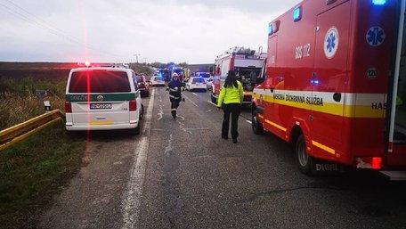 Унаслідок зіткнення автобуса з вантажівкою у Словаччині загинули 13 школярів