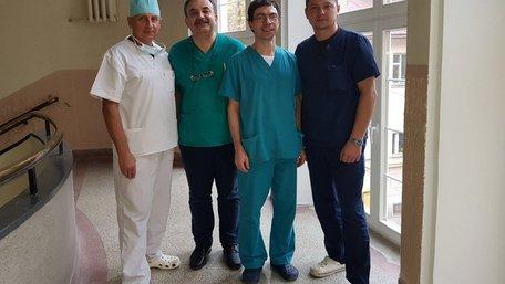 Львівські хірурги готуються сформувати стать однорічній дитині