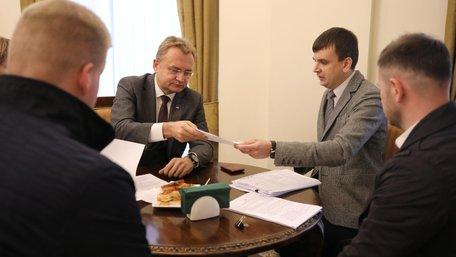 Прокурори САП вручили Андрію Садовому офіційну підозру
