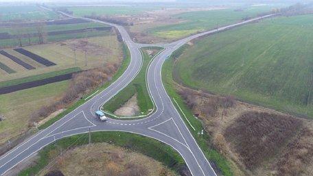 На перетині двох доріг на Львівщині влаштували розв'язку «турбо-карусель»
