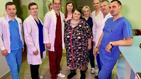 Львівські онкологи вперше в Україні видалили жінці гігантську пухлину вагою 20 кг