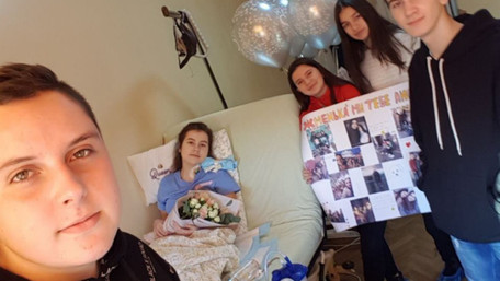 Травмована кіньми у центрі Львова 15-річна Олеся Шиян вперше стала на ноги