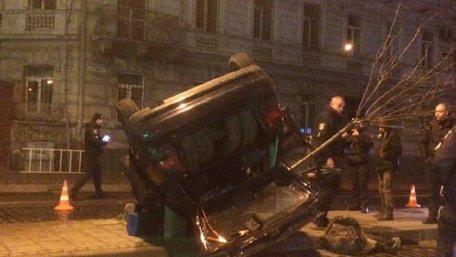 На вул. Городоцькій п'яний львів'янин без прав скоїв ДТП та втік із місця події