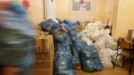 Українські митники пояснили, чому не пропускають через кордон різдвяні подарунки з Польщі