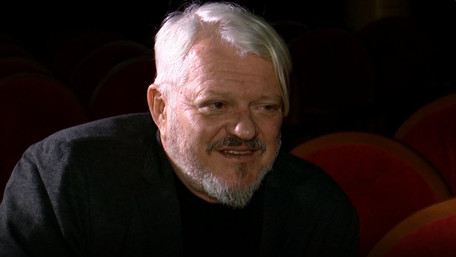 «Надто багато ідеології вмішується в театр»