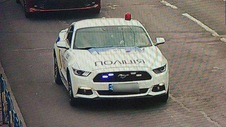 Двоє хлопців у Києві перефарбували авто на поліцейське і видавали себе за патрульних