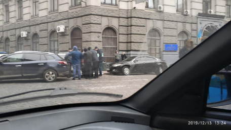 Львівського поліцейського взяли на хабарі під будівлею Нацполіції області