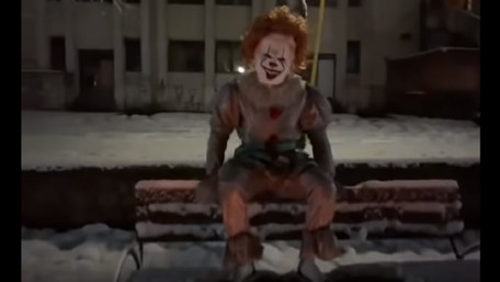 Поліція розслідує дії мукачівця, який лякав перехожих у костюмі клоуна з фільму «Воно»