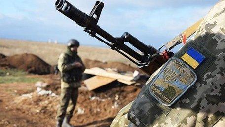 На Донбасі через ворожі обстріли загинув український боєць