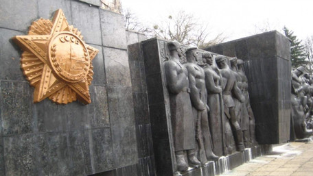 Михайло Добкін купив барельєф ордена «Перемоги» з львівського Монумента слави