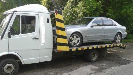 Львів'янина оштрафували за викрадення сусідського автомобіля на евакуаторі