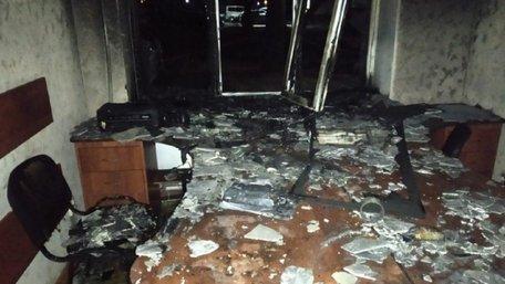 Вночі у Херсоні невідомі спалили офіс партії Анатолія Шарія
