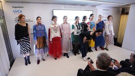 Дизайнерка Оксана Караванська представила колекцію haute couture у Давосі