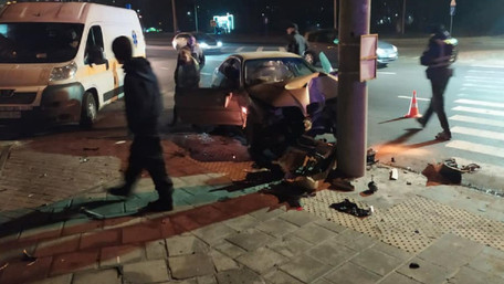 На вул. Науковій 40-річна львів'янка на BMW врізалася в стовп