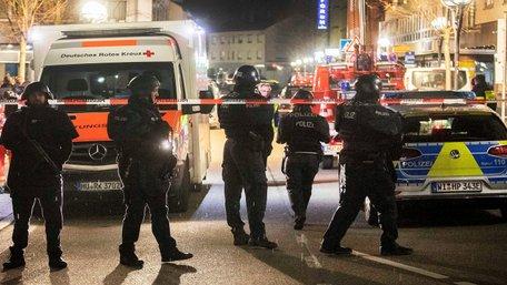 На заході Німеччини ультраправий радикал застрелив у двох барах 11 людей