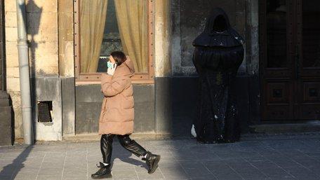 У магазини та громадський транспорт Львова не впускатимуть без масок